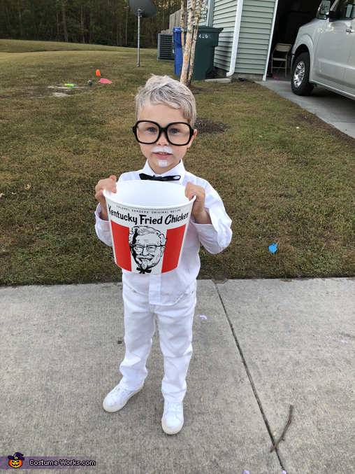 Colonel Sanders, Food Court Family Costume