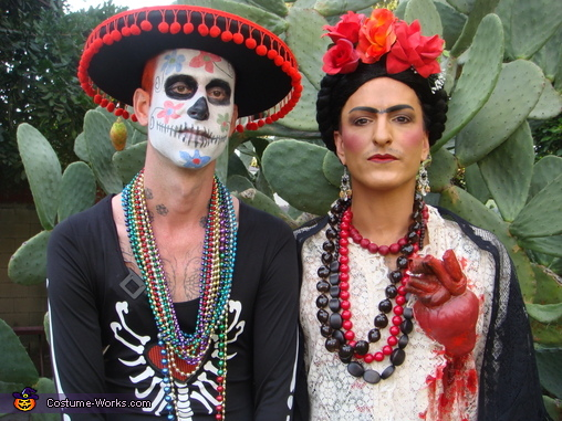 Frida and the skeleton, Frida Kahlo Costume