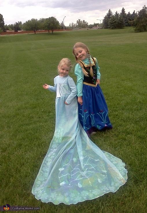 Happy Frozen Sisters, Frozen Elsa & Ana Costume