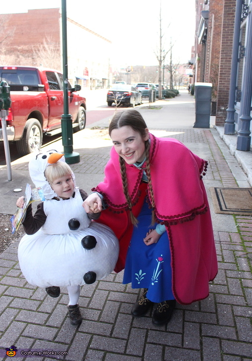 Anna and Olaf go for a stroll, Frozen Family Costume