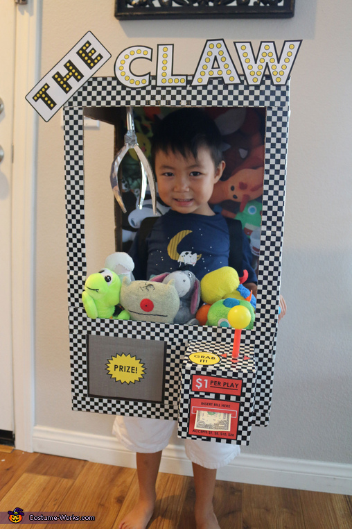 The Claw Machine, Games Family Costume