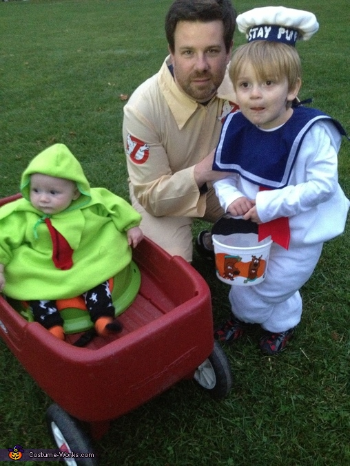 Ghostbusters Family Costume: Ghostbuster, Stay Puft Marshmallow Man, and Slimer