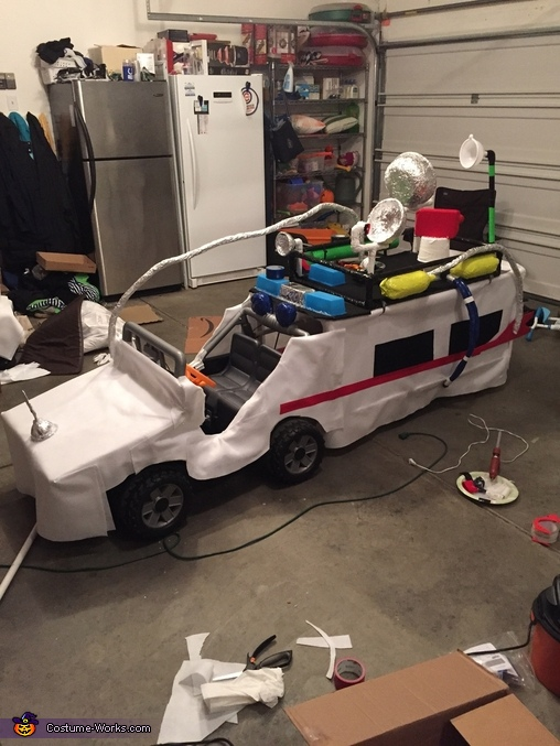 Driver side view, Ghostbusters & Ecto-1 keeps Indy safe Costume