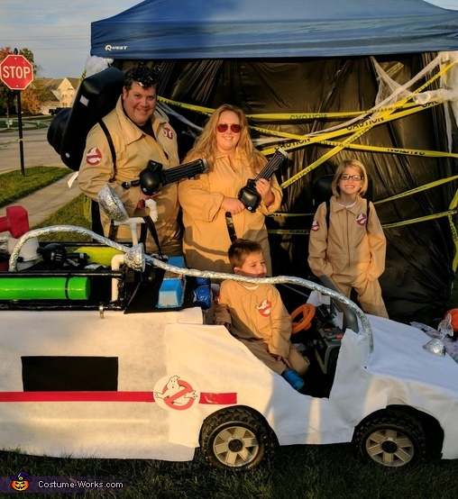 Ghostbusters & Ecto-1 keeps Indy safe Costume