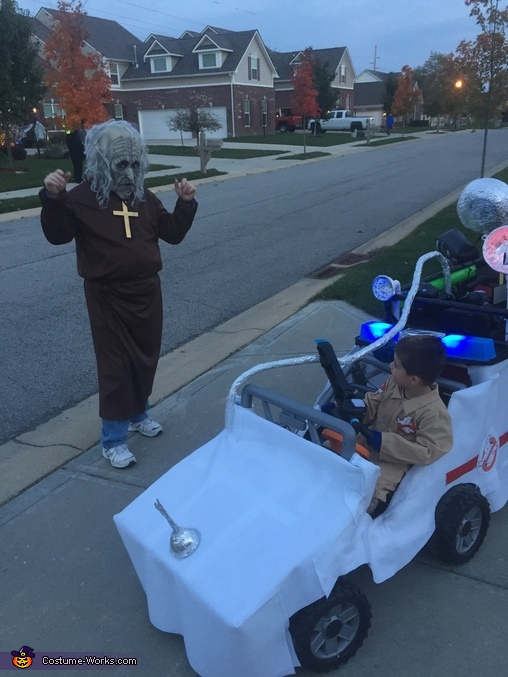 Ghostbustin on Halloween, Ghostbusters & Ecto-1 keeps Indy safe Costume