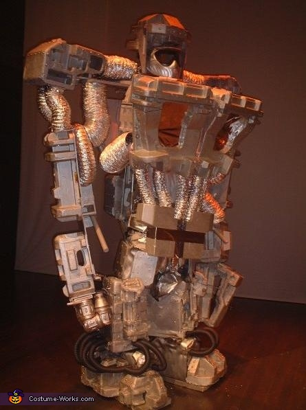 Large size version: nearly 10 feet tall, 170 pounds, working claw & hand, Giant Robot Costume
