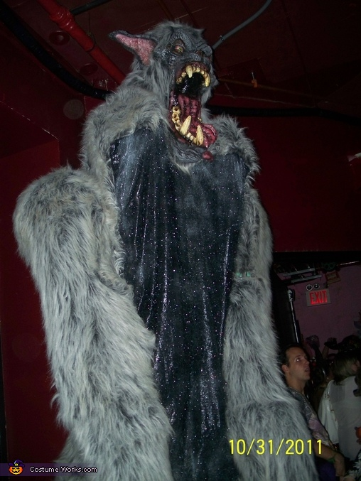 standing tall, Giant Werewolf Costume