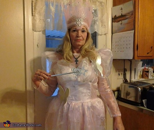 Glinda the Good Witch Halloween Costume