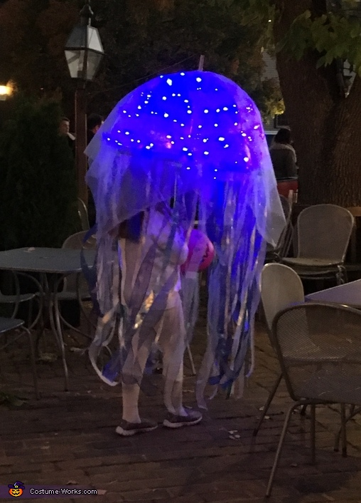 Flowing jellyfish, Glowing Jellyfish Costume
