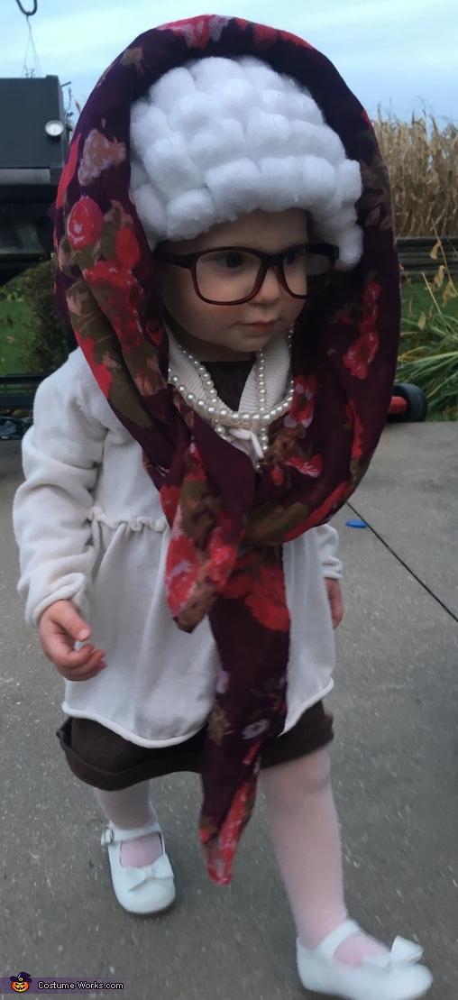Grandma Ari, Grandma Ari Costume