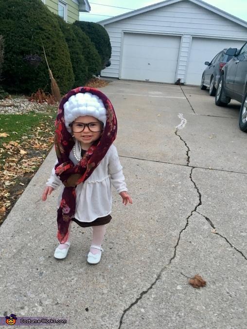 Granny Ari, Grandma Ari Costume