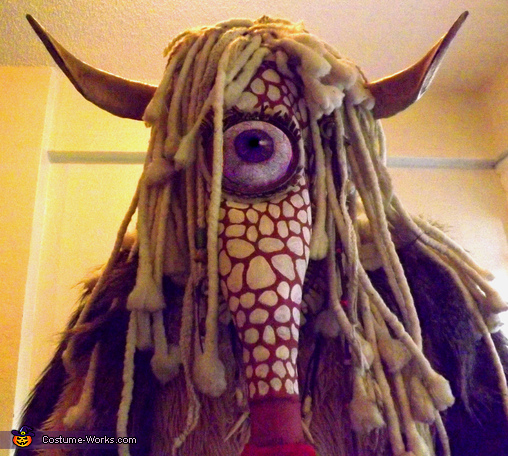 look into his eye, Greater Spotted Kissing Monster Costume