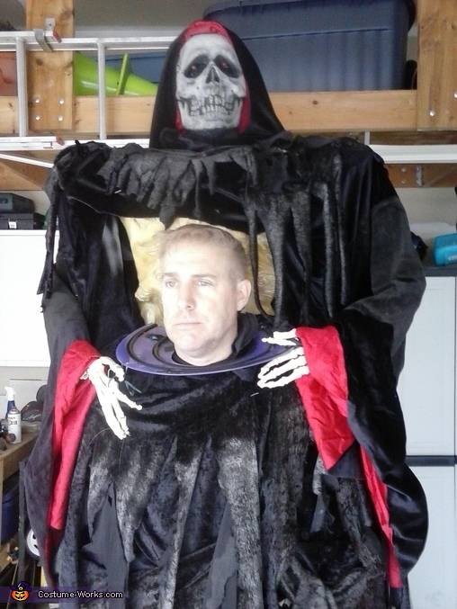 Reaper with Head no makeup, Grim Reaper with head on a plate Costume