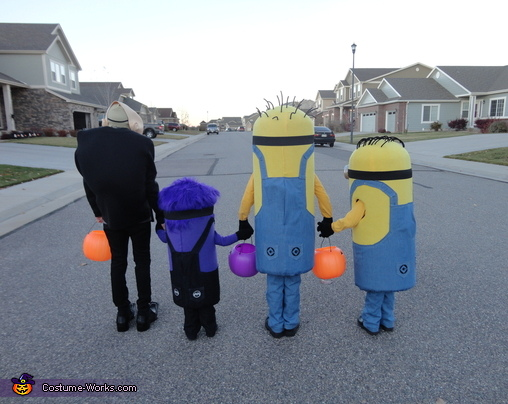 A Minion Butt Shot!, Gru and Crew Despicable Me 2 Family Costume