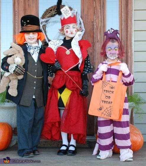 Diy Alice In Wonderland Character Costumes For Kids Mad Hatter Queen Of Hearts And Cheshire Cat
