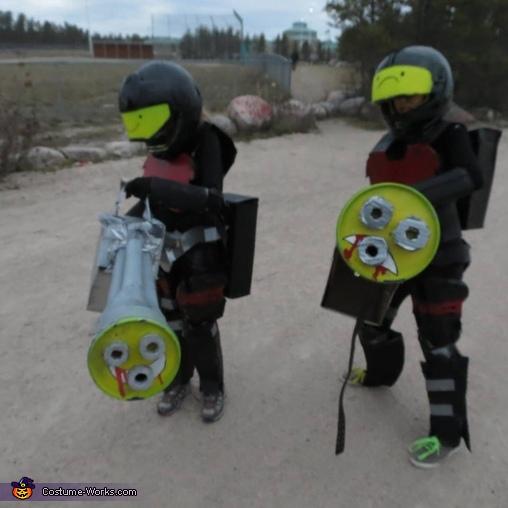 Halo Chain Guy and Chain Girl Costume