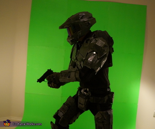 Pose 2 with Pistol , Halo: Masterchief Costume