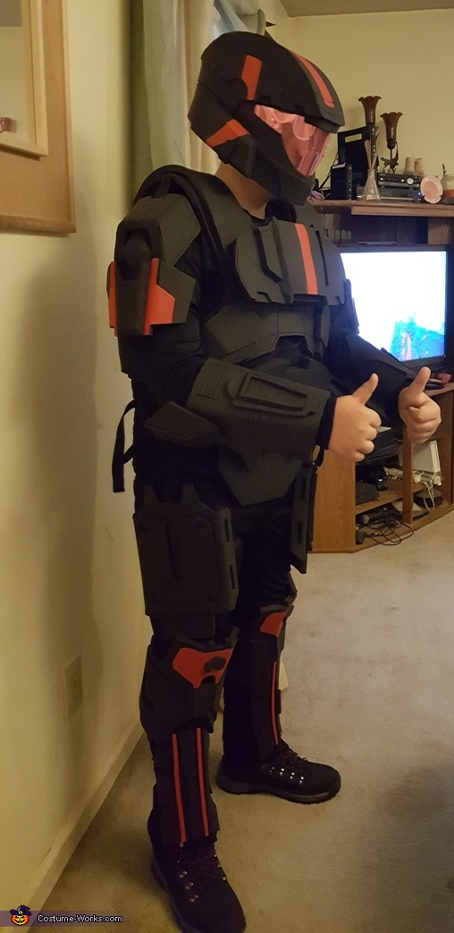 Side view of costume, Halo ODST Costume