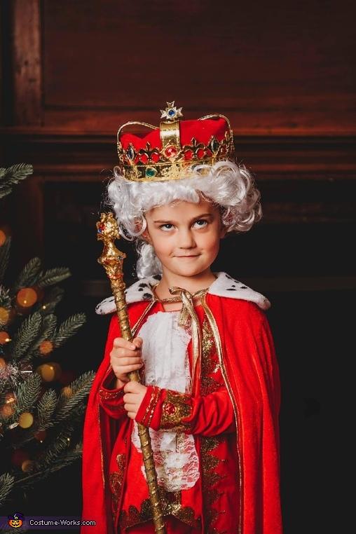 Emmie as King George III, Hamilton Costume