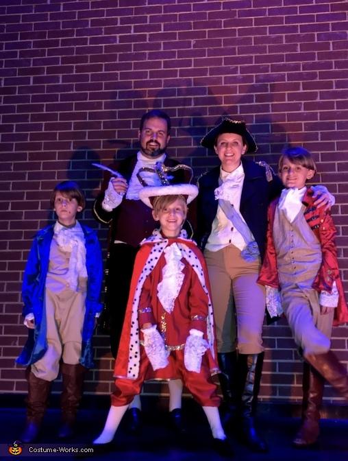 The Whole Family 2, Hamilton Costume