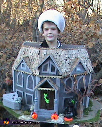 DIY Haunted House Costume