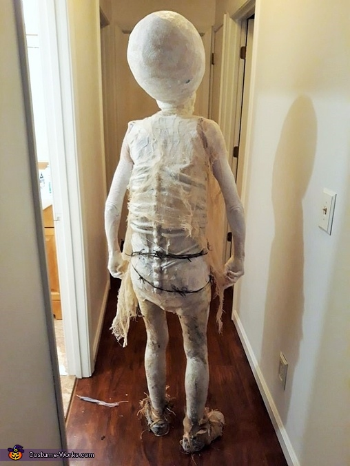 I love to see you go alien, Hauntingly Memorable Alien Costume
