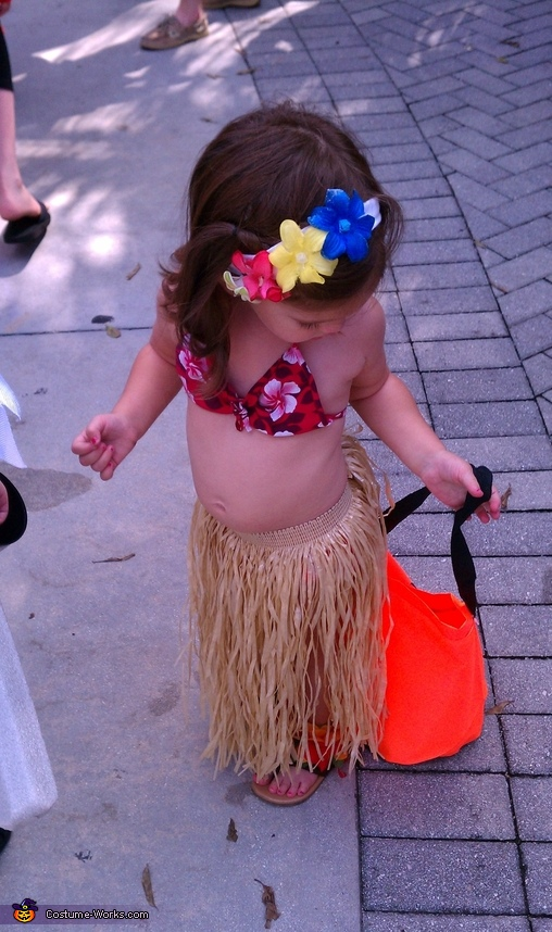 check out that belly! best part of being a hula baby.. bellys are in!, Hawaiin Hula Girl Costume