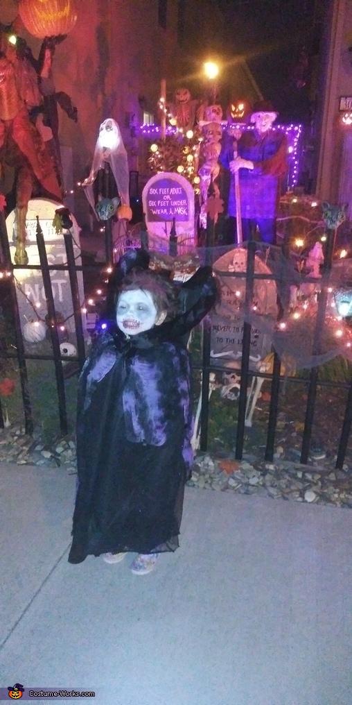 Trick or treat!, Headless Girl Costume