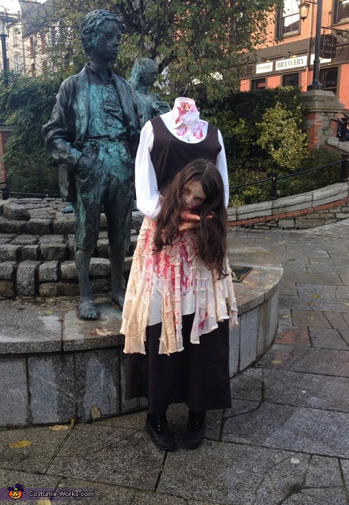 Trick or treating halloween, Headless Girl Costume