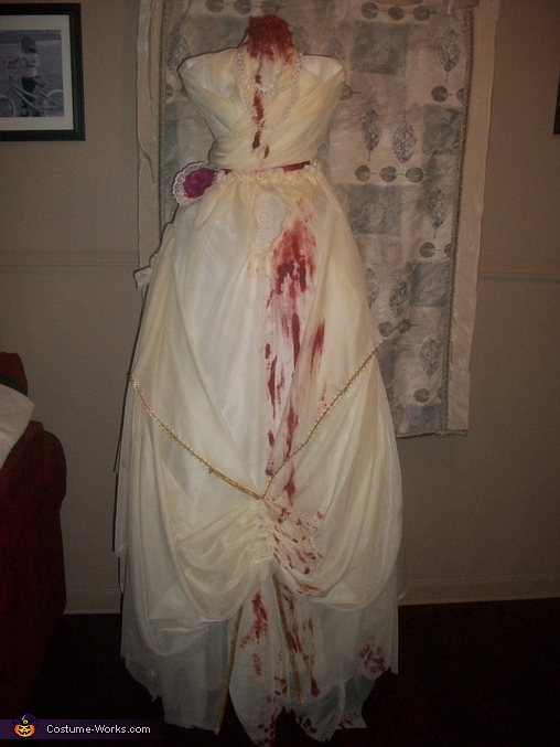 Added blood, Headless Woman Costume