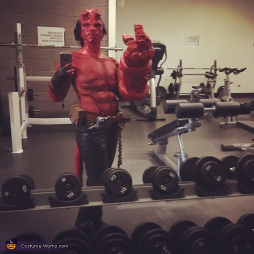 Hellboy Gym Selfie, Hellboy Costume
