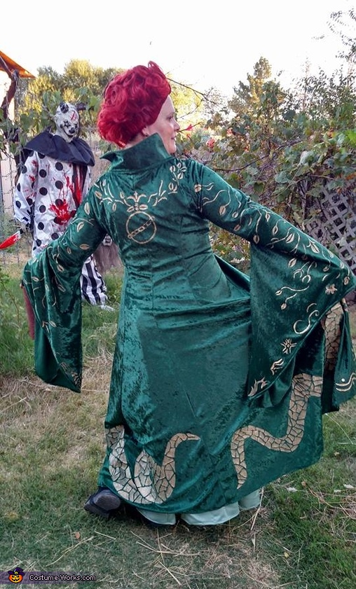 The back of Winnie's dress, Hocus Pocus Costume