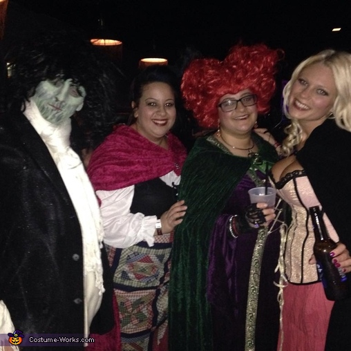 Closeup of the Sanderson Sisters & Billy, Hocus Pocus Sanderson Sisters & Billy Group Costume