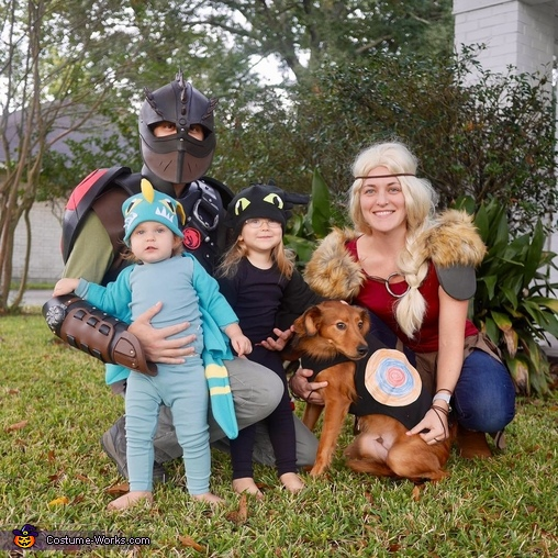 Even Moose joined in as a black sheep!, How to Train Your Dragon 2 Costume