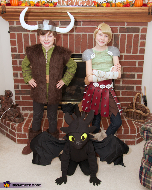How to Train Your Dragon: Hiccup, Astrid, and Toothless Group Costume