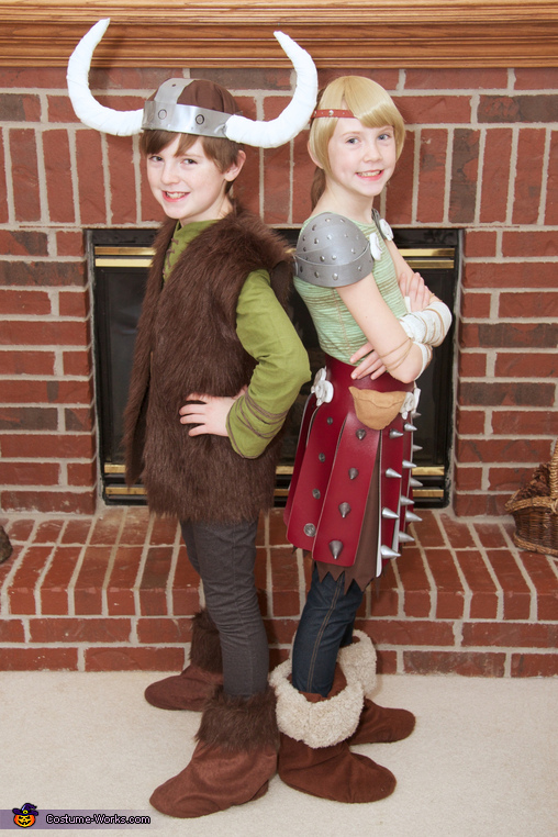 Hiccup and Astrid, How to Train Your Dragon: Hiccup, Astrid, and Toothless Group Costume
