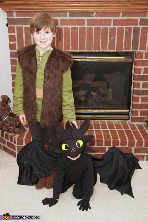 Hiccup and Toothless, How to Train Your Dragon: Hiccup, Astrid, and Toothless Group Costume