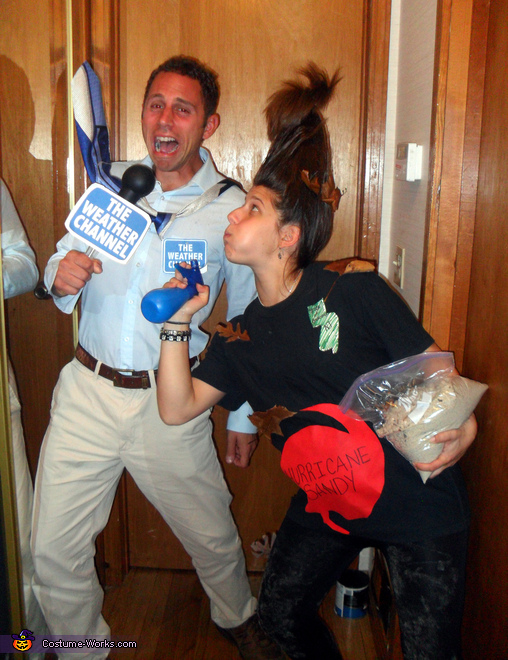 pregnant couples costume ideas hurricane sandy costume - Pregnant Halloween Couples Costumes