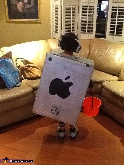 DIY iPad Costume