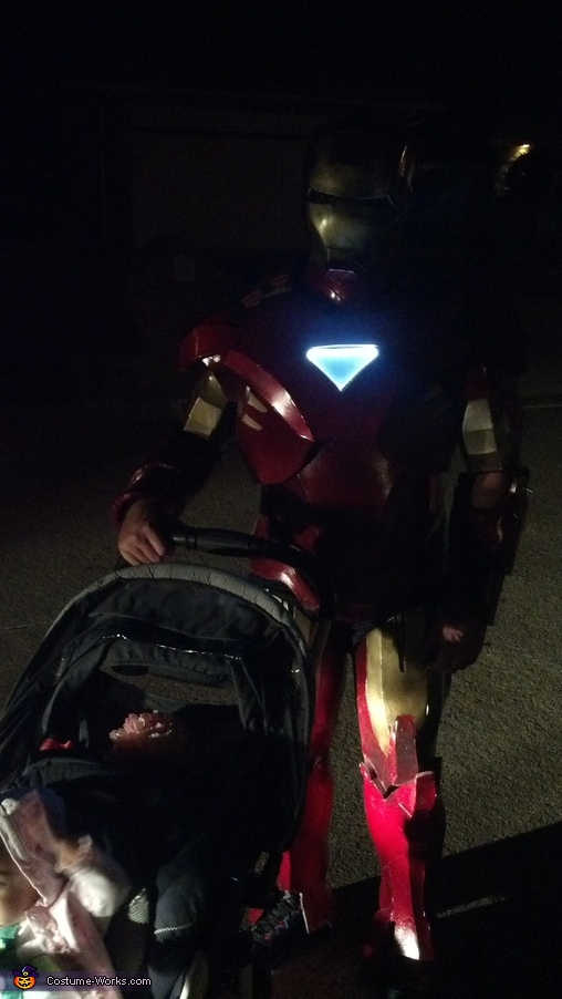 Iron Man pushes a stroller, Iron Man Costume