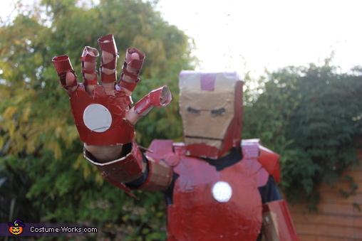 Iron Man Pose, Iron Man Costume
