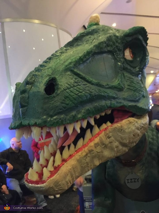 the full head, Izzy the Jurassic World Dino Costume
