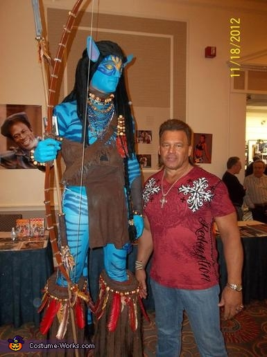 AVATAR Warrior (in first appearance w/ stilts) poses w/ WWE 'legend' Tatanka at Super Megafest., Jake Sully from Avatar Costume