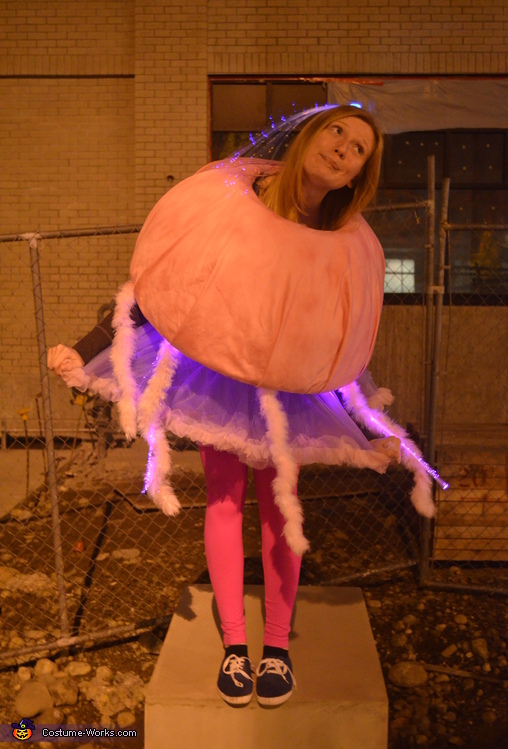Women's Jellyfish Costume DIY