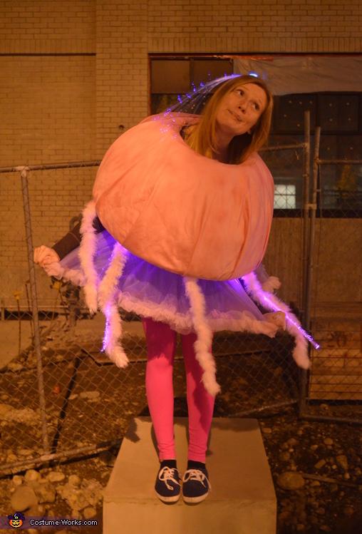 Women's Jellyfish Costume DIY