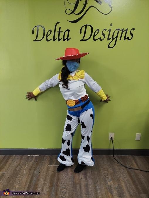 Posing Jessie, Jessie off Toy Story Costume