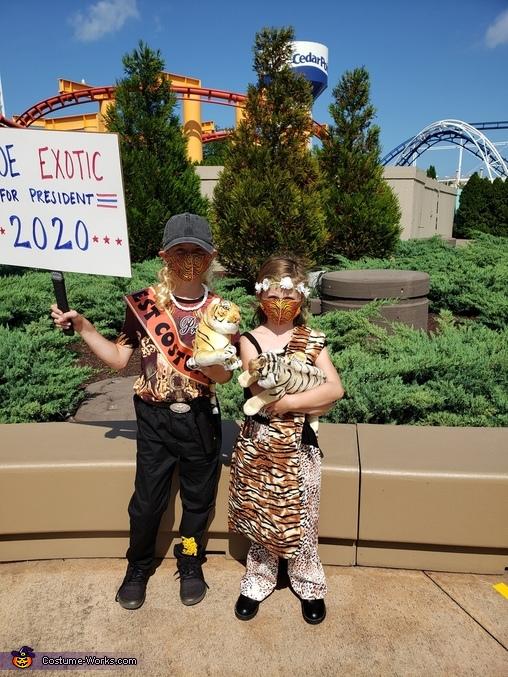 1st Costume contest they won at Cedar Point, Joe and Carol Costume