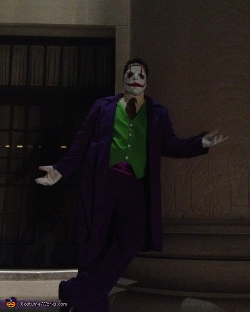 Leaning joker pose , The Joker New 52 Costume