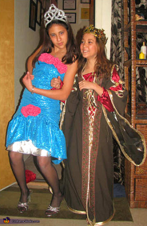 This girl LOVES to clown around! Ü Seen here with her sister, Khaleigh, Prom Queen  Costume