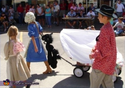 Covered Wagon and Pioneer - Homemade costumes for kids